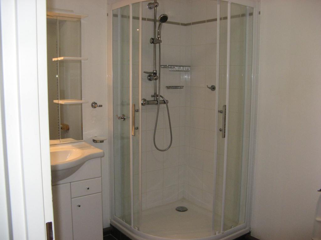 location d 39 appartement t2 de particulier particulier royan 550 42 m. Black Bedroom Furniture Sets. Home Design Ideas