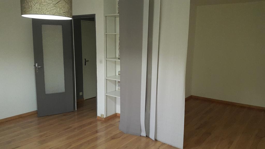 location d 39 appartement t1 entre particuliers besancon 450 34 m. Black Bedroom Furniture Sets. Home Design Ideas