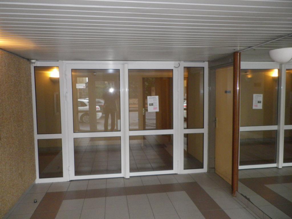 location de studio de particulier dijon 380 20 m. Black Bedroom Furniture Sets. Home Design Ideas