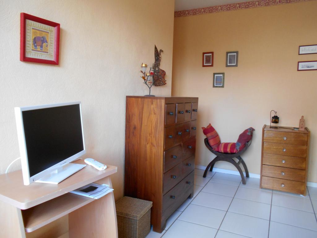 location de studio meubl sans frais d 39 agence niort 395 27 m. Black Bedroom Furniture Sets. Home Design Ideas