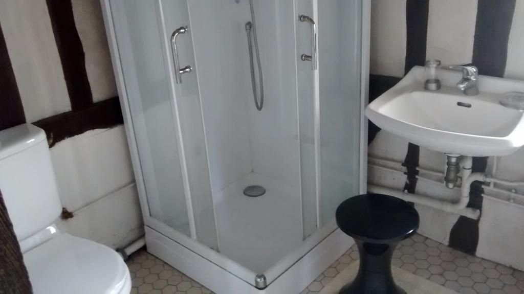 location de chambre meubl e entre particuliers rouen 330 20 m. Black Bedroom Furniture Sets. Home Design Ideas