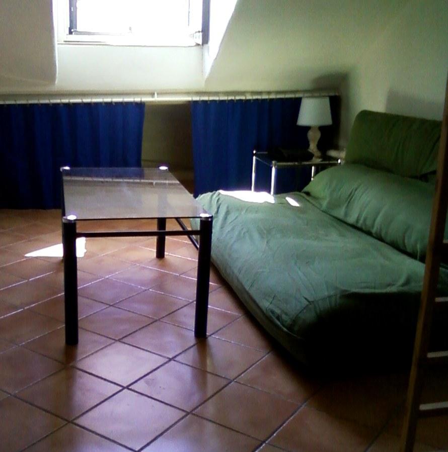 location de studio meubl sans frais d 39 agence paris 75009 675 15 m. Black Bedroom Furniture Sets. Home Design Ideas