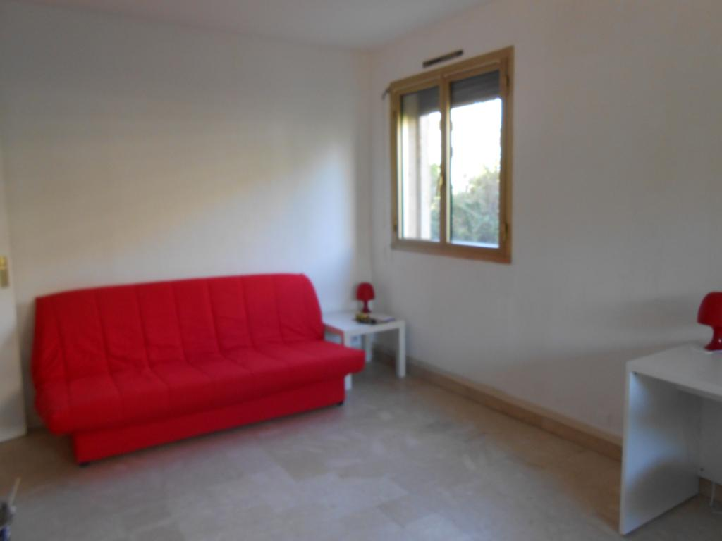 Location appartement T1 Marseille 08 - Photo 1