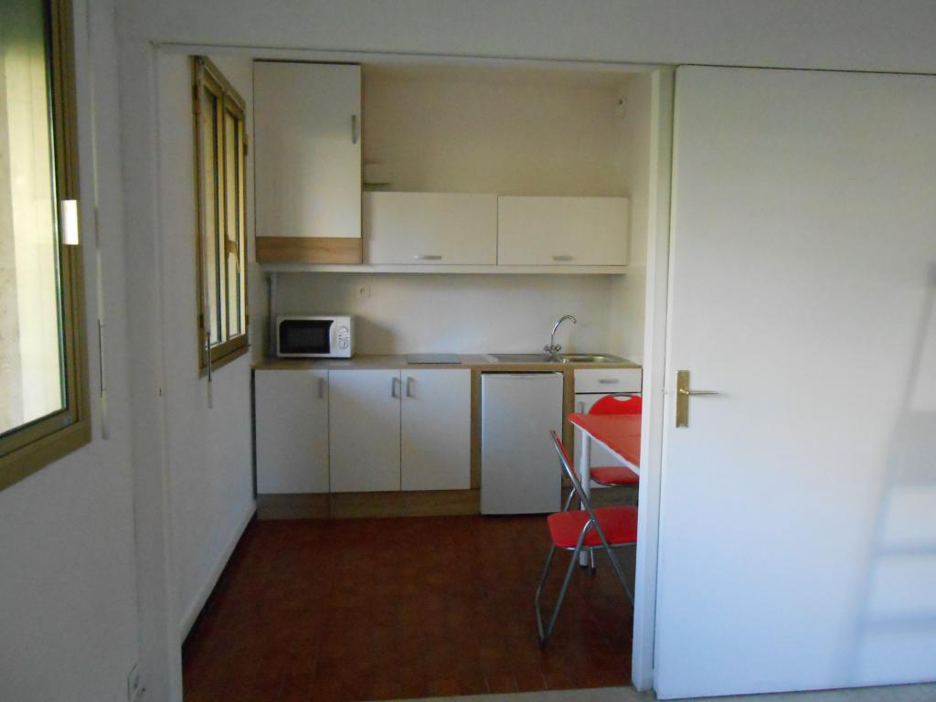 Location appartement T1 Marseille 08 - Photo 2