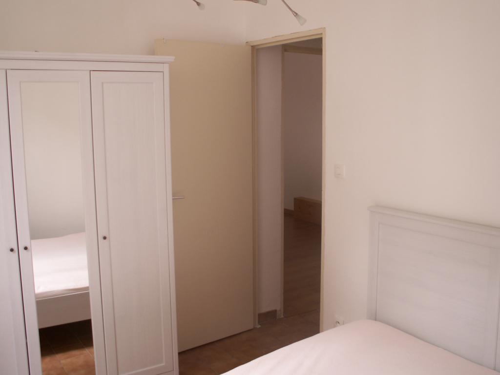 location d 39 appartement t2 meubl de particulier nimes. Black Bedroom Furniture Sets. Home Design Ideas