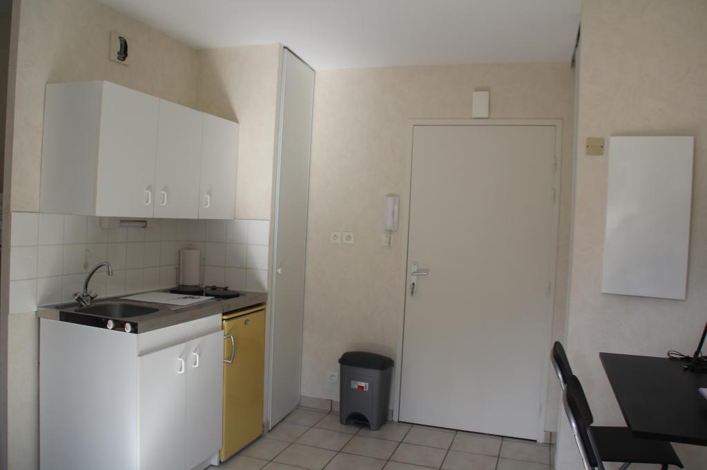 location d 39 appartement t1 meubl de particulier angers 450 21 m. Black Bedroom Furniture Sets. Home Design Ideas
