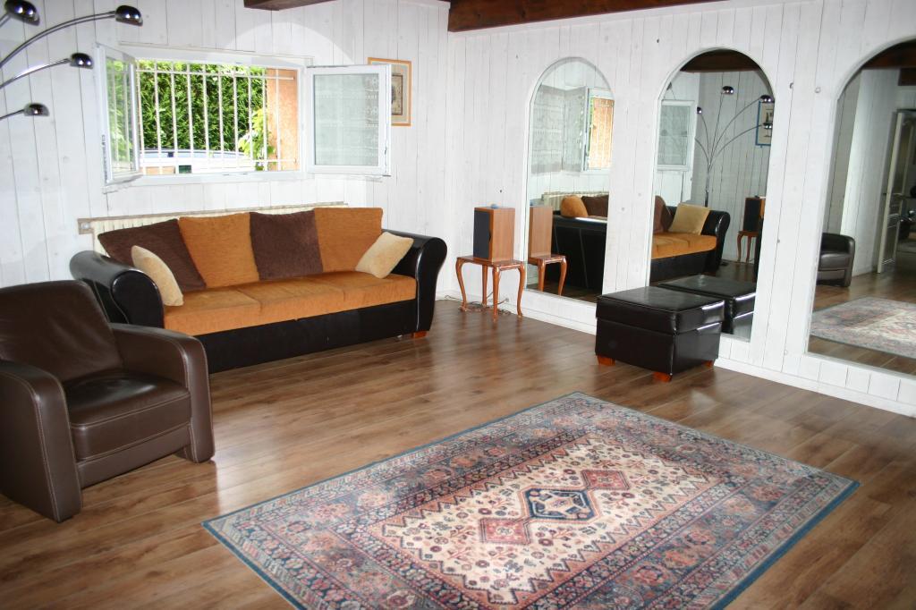 De particulier à particulier, maison, de 300m² à Bourg-en-Bresse