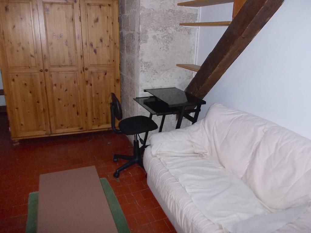 location de studio meubl de particulier particulier marseille 13007 500 28 m. Black Bedroom Furniture Sets. Home Design Ideas