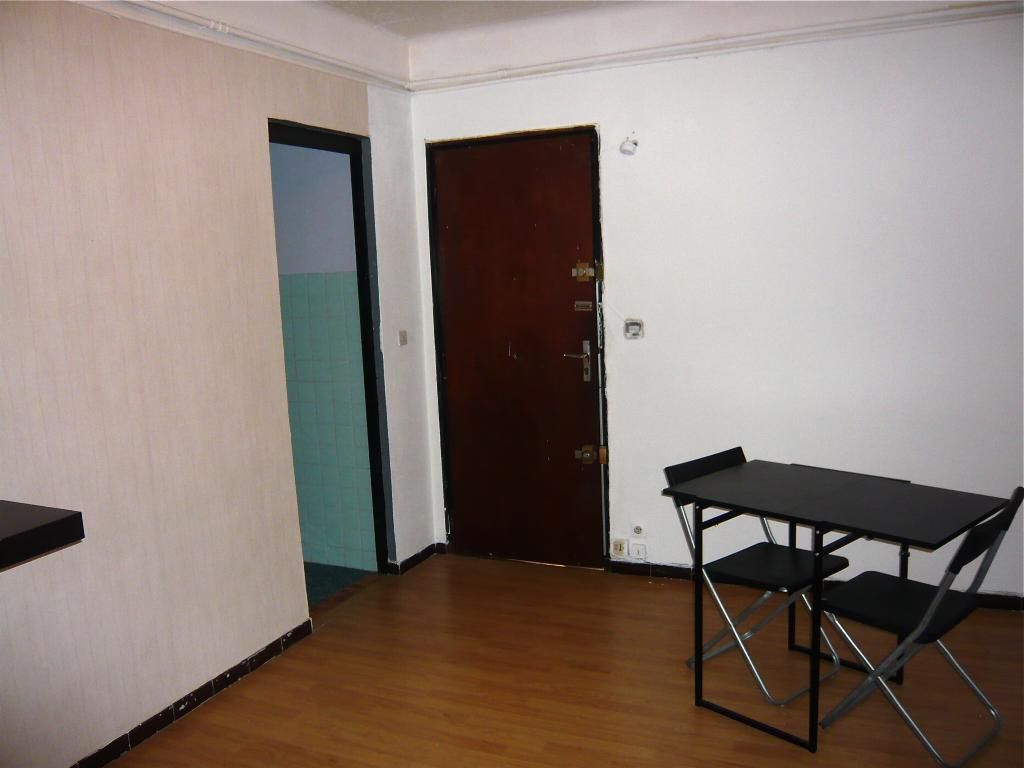 Location appartement T1 Marseille 06 - Photo 3