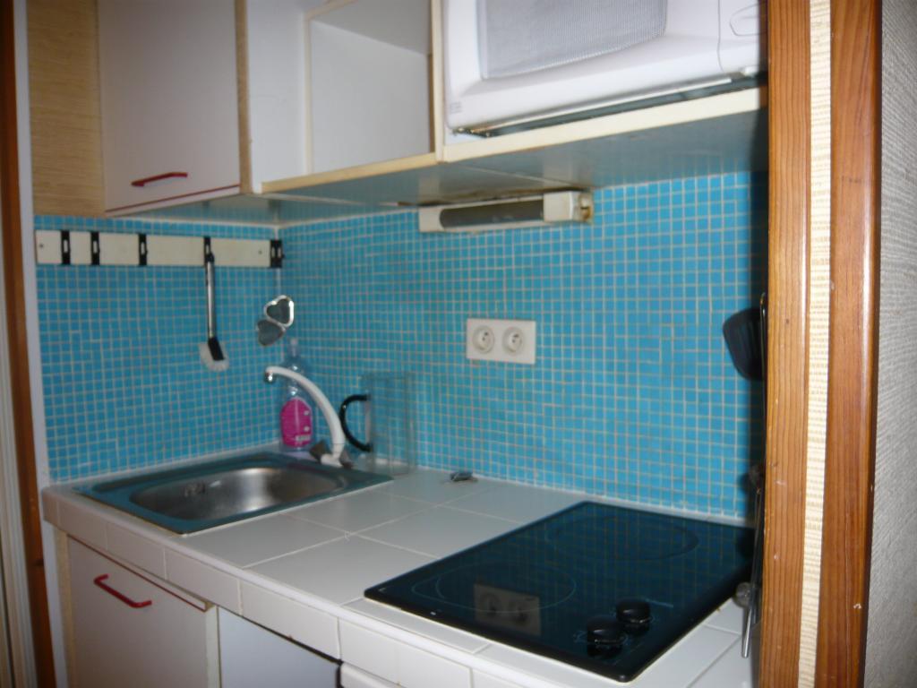location de studio meubl de particulier particulier paris 75006 950 20 m. Black Bedroom Furniture Sets. Home Design Ideas
