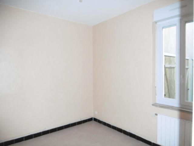 location appartement uchaud particulier. Black Bedroom Furniture Sets. Home Design Ideas