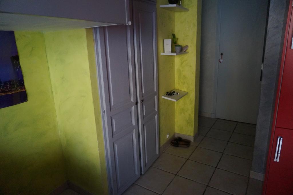 table rabattable cuisine paris cherche appartement meuble. Black Bedroom Furniture Sets. Home Design Ideas
