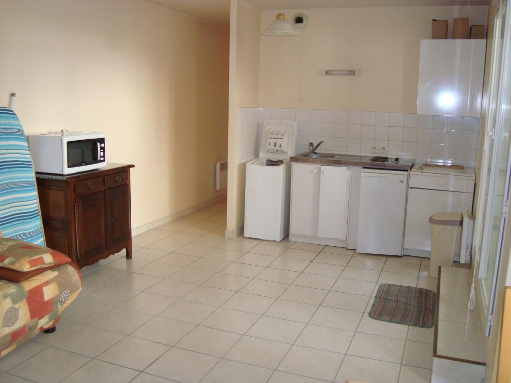 Location d 39 appartement t2 meubl de particulier bourges for Combien coute une cuisine equipee