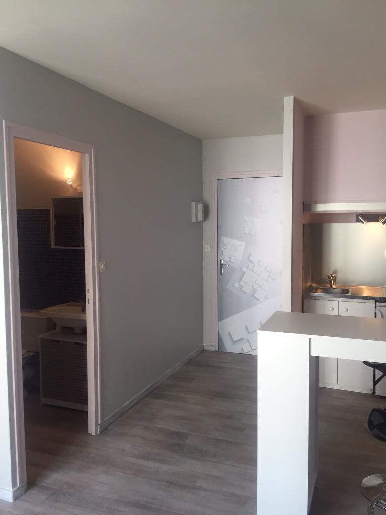 location de studio entre particuliers niort 320 20 m. Black Bedroom Furniture Sets. Home Design Ideas