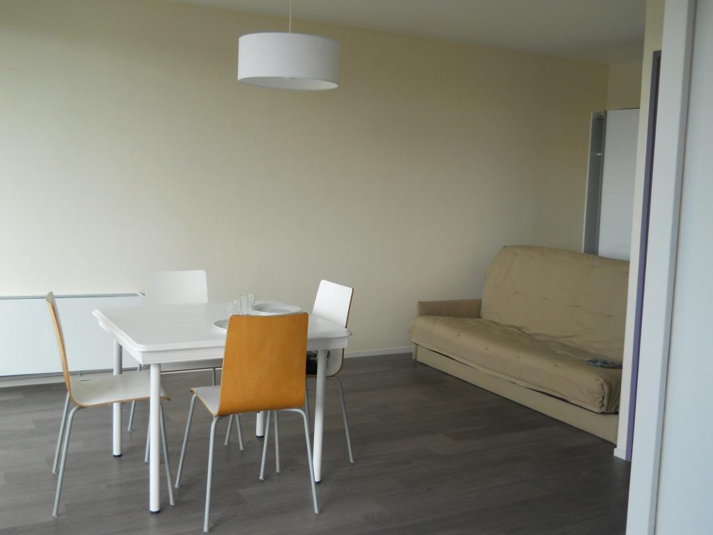 location de studio meubl de particulier angers 535. Black Bedroom Furniture Sets. Home Design Ideas
