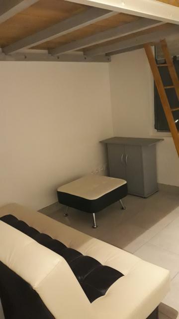 location de studio sans frais d 39 agence reims 430 20 m. Black Bedroom Furniture Sets. Home Design Ideas