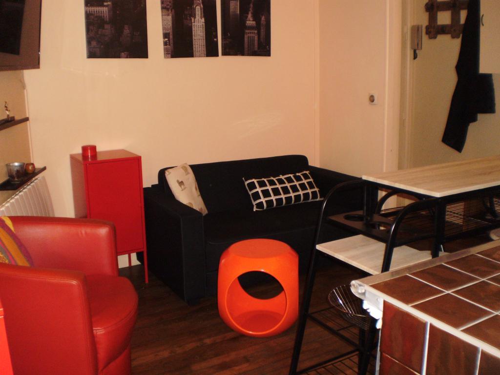 location d 39 appartement t2 meubl sans frais d 39 agence levallois perret 1000 30 m. Black Bedroom Furniture Sets. Home Design Ideas