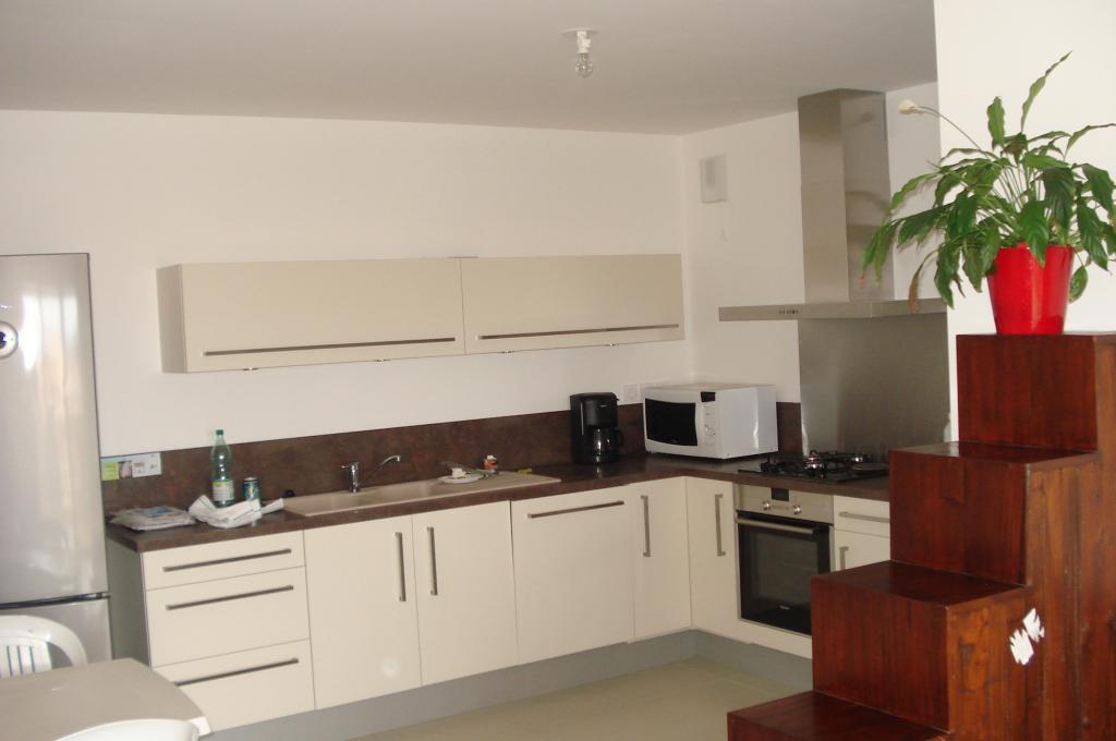 Location d 39 appartement t3 sans frais d 39 agence six fours for Combien coute une cuisine equipee