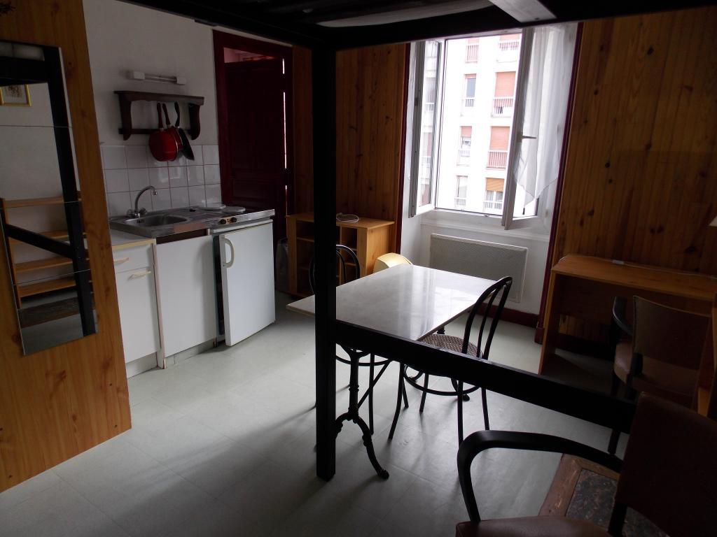 location de studio meubl de particulier particulier angers 300 19 m. Black Bedroom Furniture Sets. Home Design Ideas
