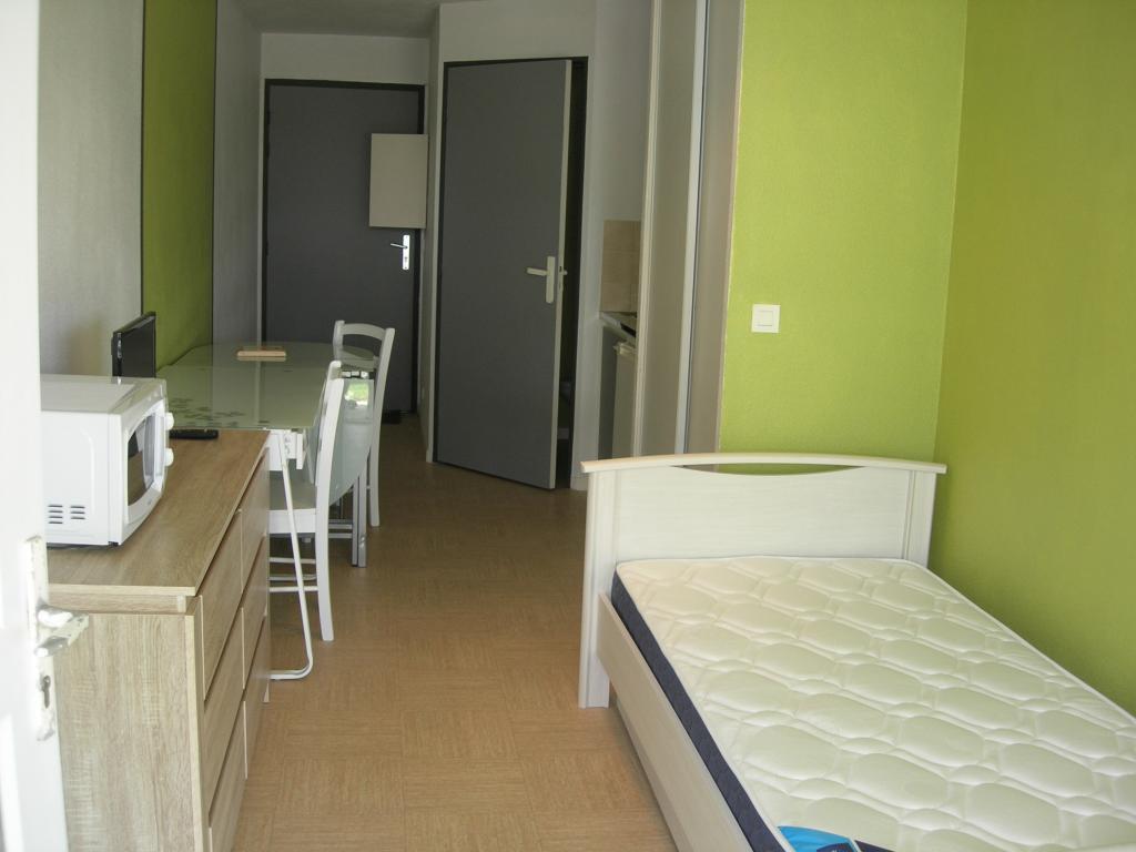 location de studio meubl de particulier particulier vannes 325 18 m. Black Bedroom Furniture Sets. Home Design Ideas