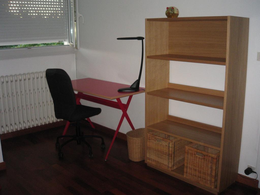 location de chambre meubl e de particulier particulier rennes 370 13 m. Black Bedroom Furniture Sets. Home Design Ideas