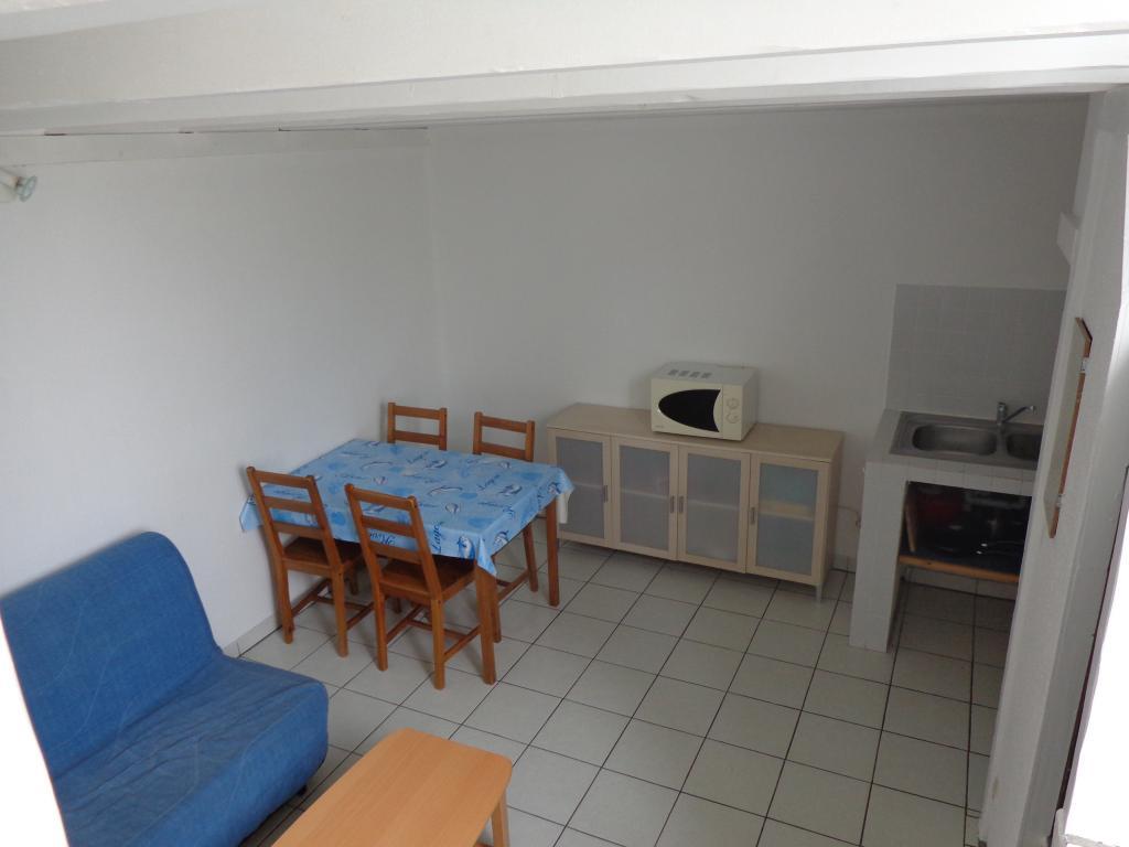 location d 39 appartement t2 meubl sans frais d 39 agence la rochelle 500 38 m. Black Bedroom Furniture Sets. Home Design Ideas