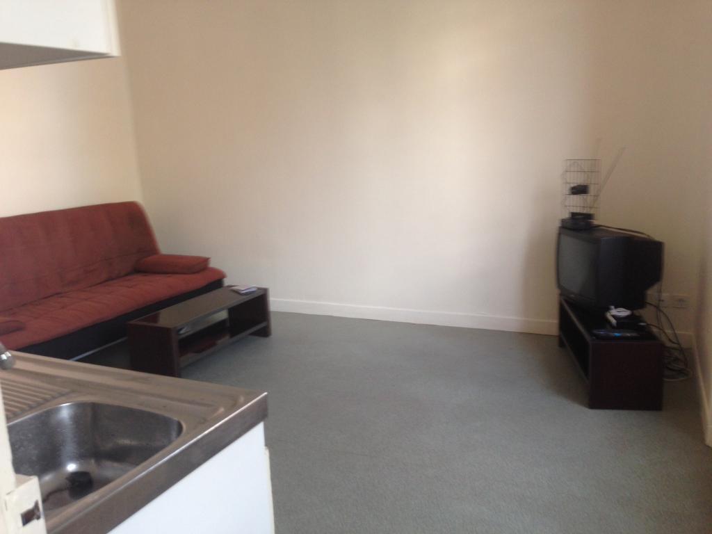 location de studio meubl de particulier particulier reims 340 22 m. Black Bedroom Furniture Sets. Home Design Ideas