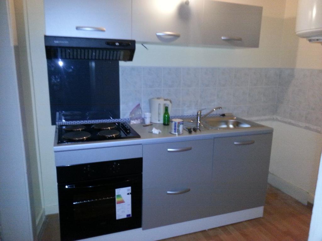 Location d 39 appartement t2 sans frais d 39 agence besancon for Combien coute une cuisine equipee