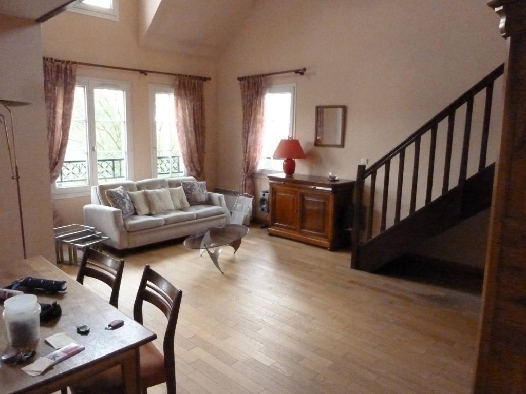 location d 39 appartement t5 meubl sans frais d 39 agence cergy 1700 101 m. Black Bedroom Furniture Sets. Home Design Ideas