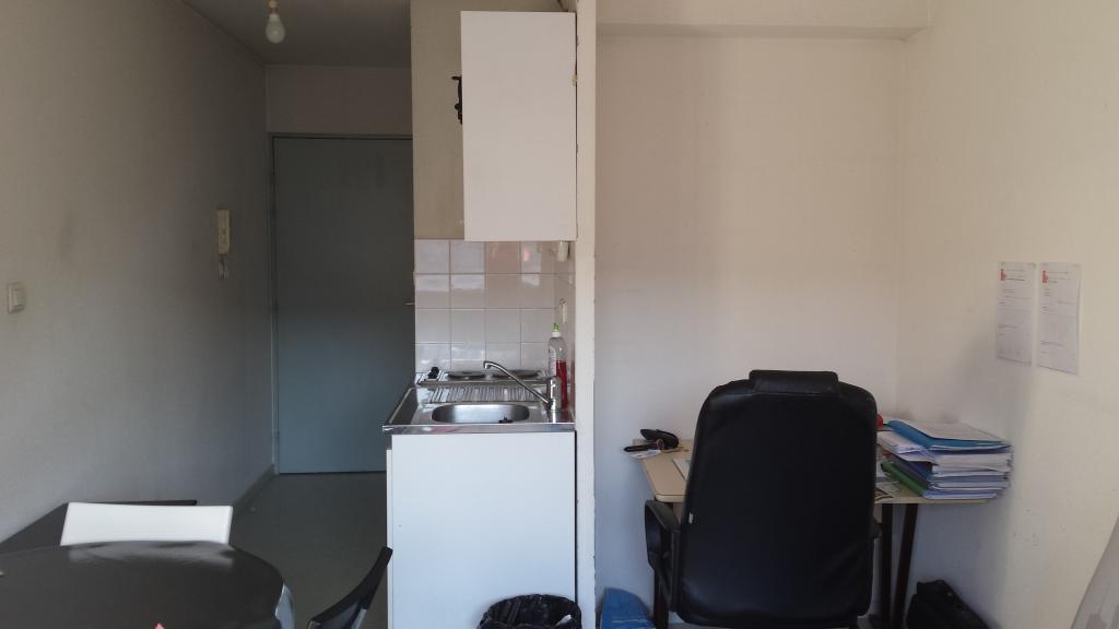 location de studio entre particuliers lyon 69008 485 20 m. Black Bedroom Furniture Sets. Home Design Ideas