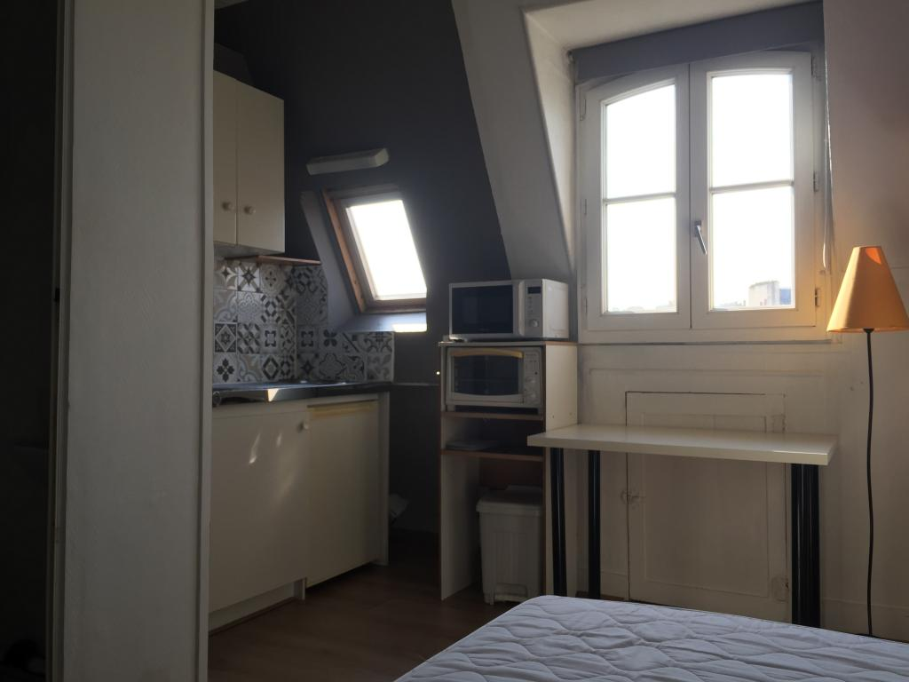 location chambre paris 17 entre particuliers. Black Bedroom Furniture Sets. Home Design Ideas
