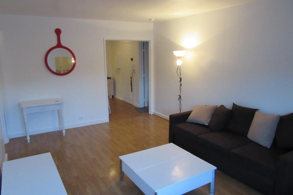 offre chambre en colocation champs sur marne 520. Black Bedroom Furniture Sets. Home Design Ideas