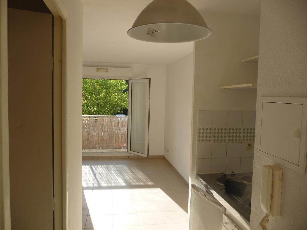 location de studio entre particuliers grabels 410 21 m. Black Bedroom Furniture Sets. Home Design Ideas
