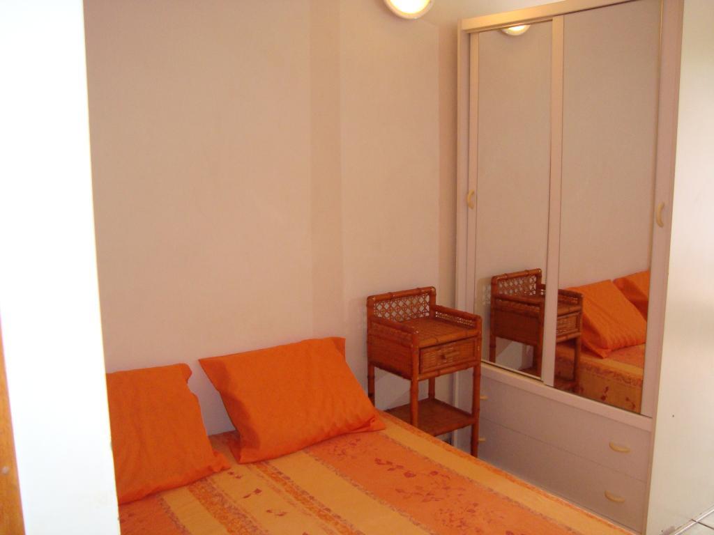 location de studio meubl sans frais d 39 agence marseille 13009 590 20 m. Black Bedroom Furniture Sets. Home Design Ideas