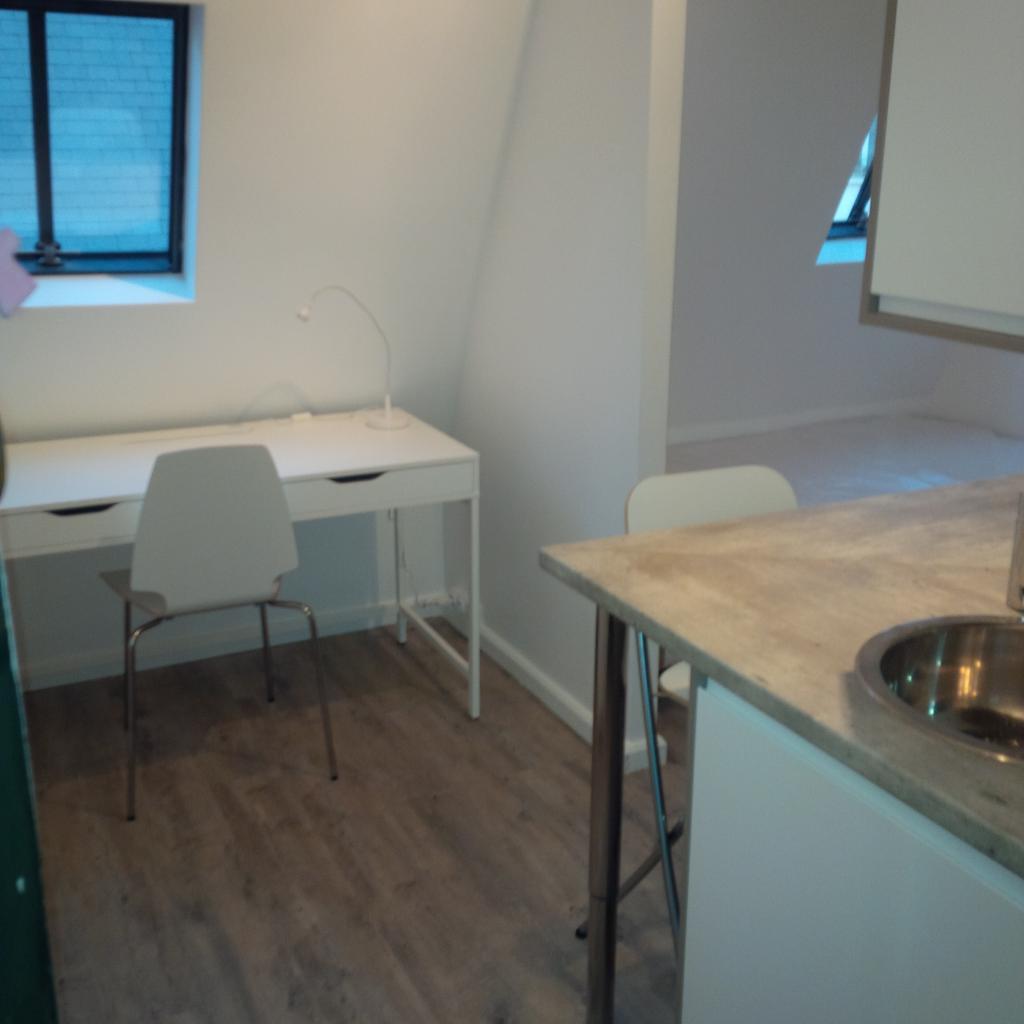 location de chambre meubl e de particulier paris 75016 490 13 m. Black Bedroom Furniture Sets. Home Design Ideas
