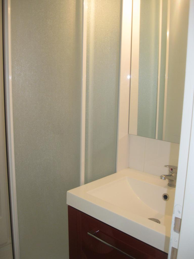 location de studio meubl sans frais d 39 agence bourges 390 19 m. Black Bedroom Furniture Sets. Home Design Ideas