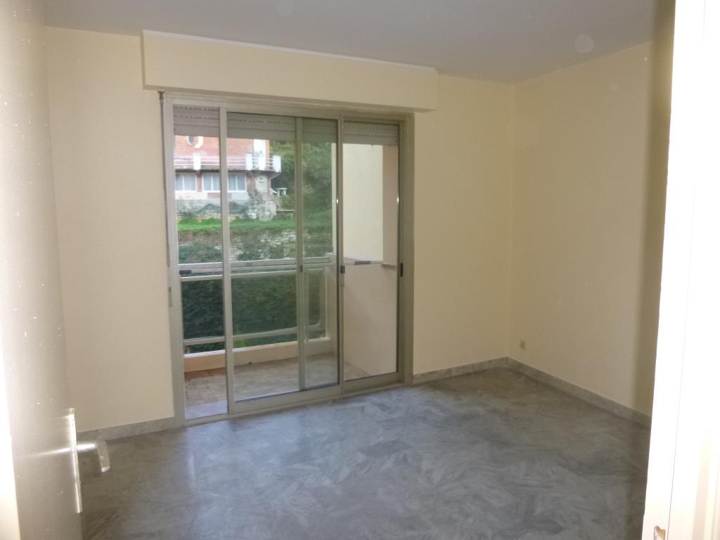location d 39 appartement t3 de particulier menton 900 65 m. Black Bedroom Furniture Sets. Home Design Ideas