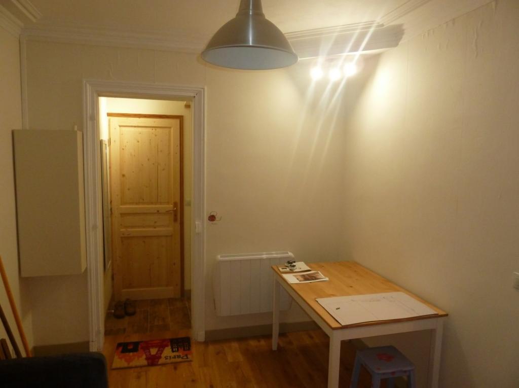 location d 39 appartement t2 meubl de particulier particulier paris 75018 740 25 m. Black Bedroom Furniture Sets. Home Design Ideas