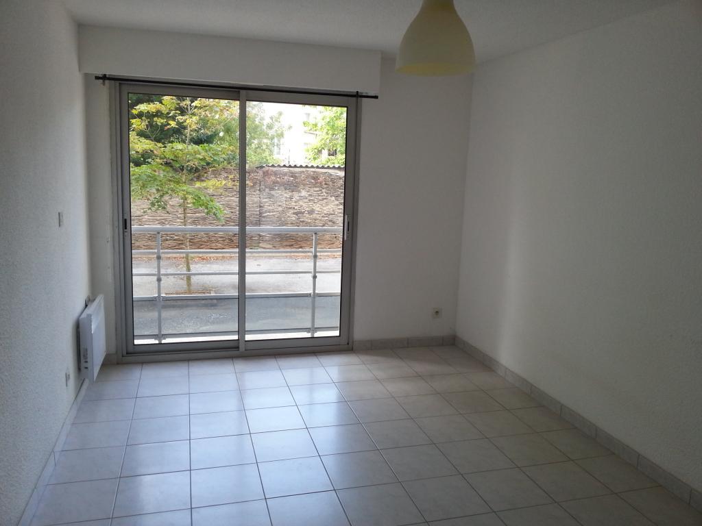 location de studio entre particuliers angers 370 21 m. Black Bedroom Furniture Sets. Home Design Ideas