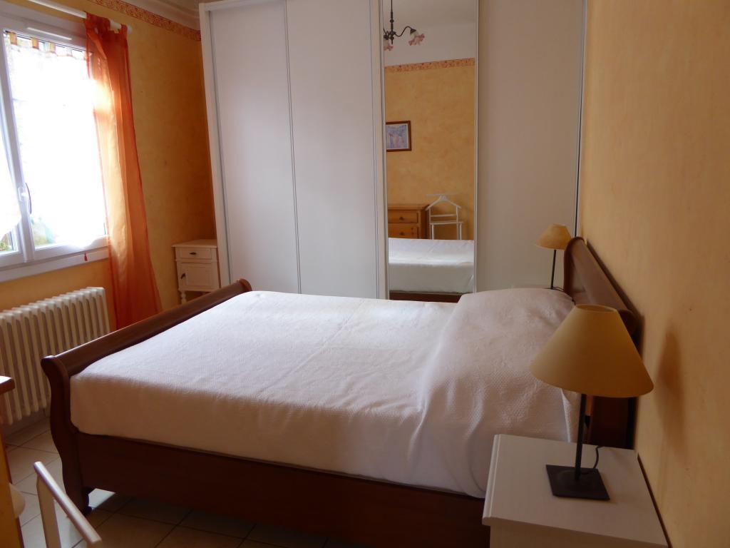 location de t2 meubl entre particuliers toulon 580 50 m. Black Bedroom Furniture Sets. Home Design Ideas