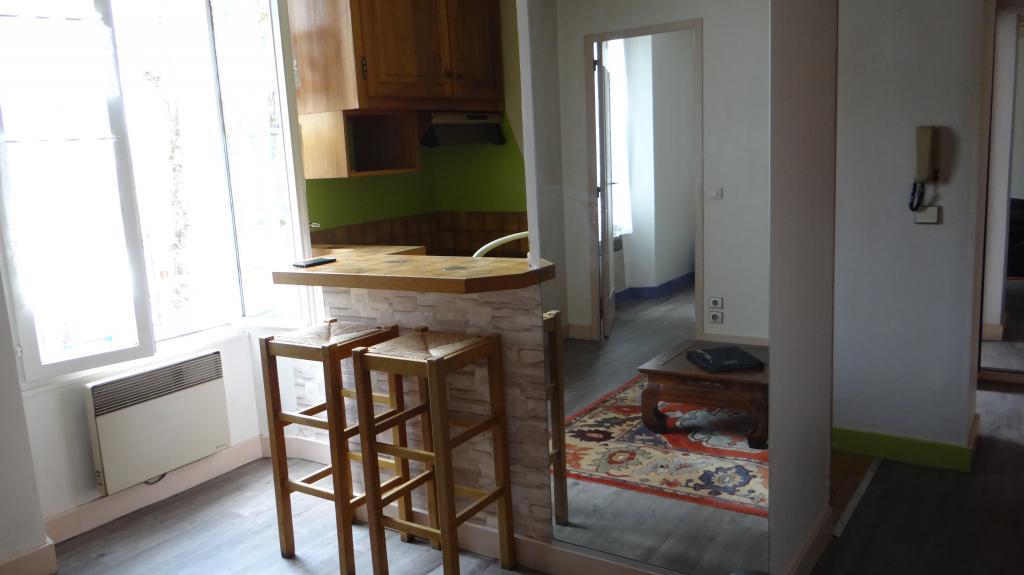 location d 39 appartement t2 sans frais d 39 agence melun 645 31 m. Black Bedroom Furniture Sets. Home Design Ideas