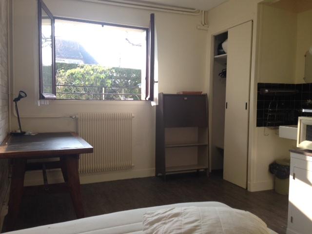 Location chambre de particulier particulier louer une chambre sur locservice - Chambre a louer contre service ...