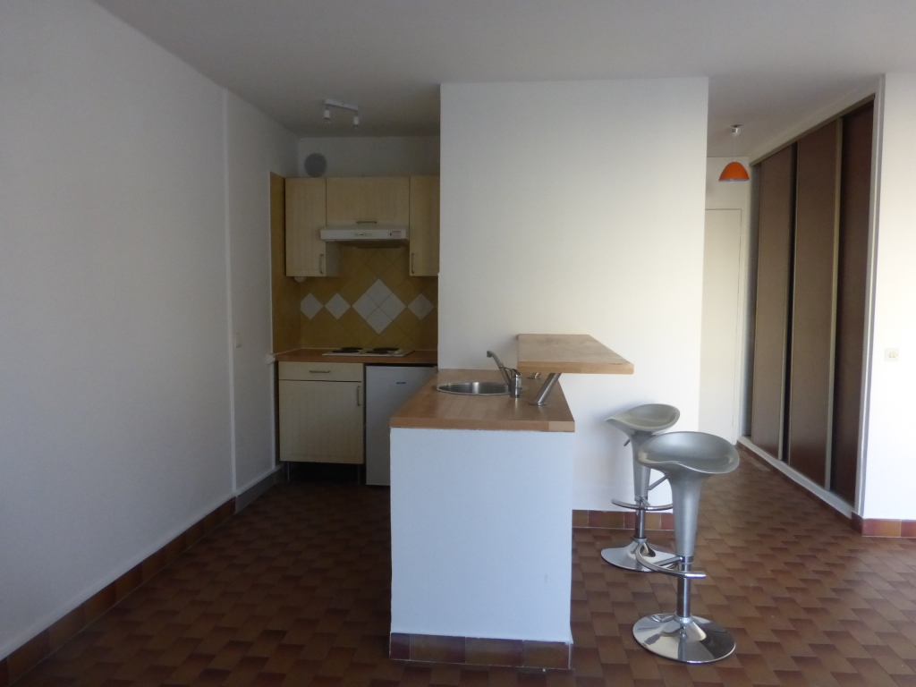 location marseille 13003 de particulier particulier. Black Bedroom Furniture Sets. Home Design Ideas