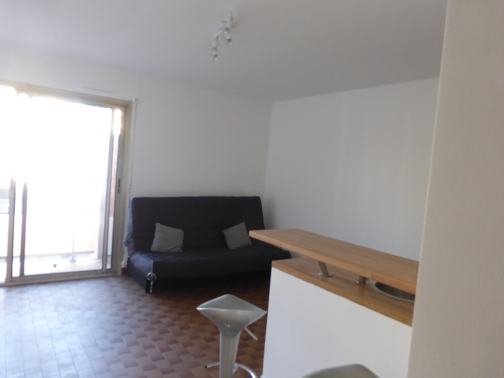 location de studio meubl entre particuliers marseille. Black Bedroom Furniture Sets. Home Design Ideas