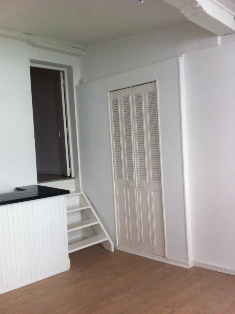 location d 39 appartement t2 de particulier valenciennes. Black Bedroom Furniture Sets. Home Design Ideas