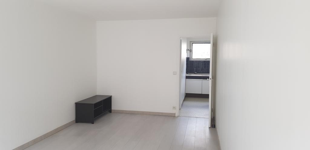 location studio paris 15eme particulier. Black Bedroom Furniture Sets. Home Design Ideas