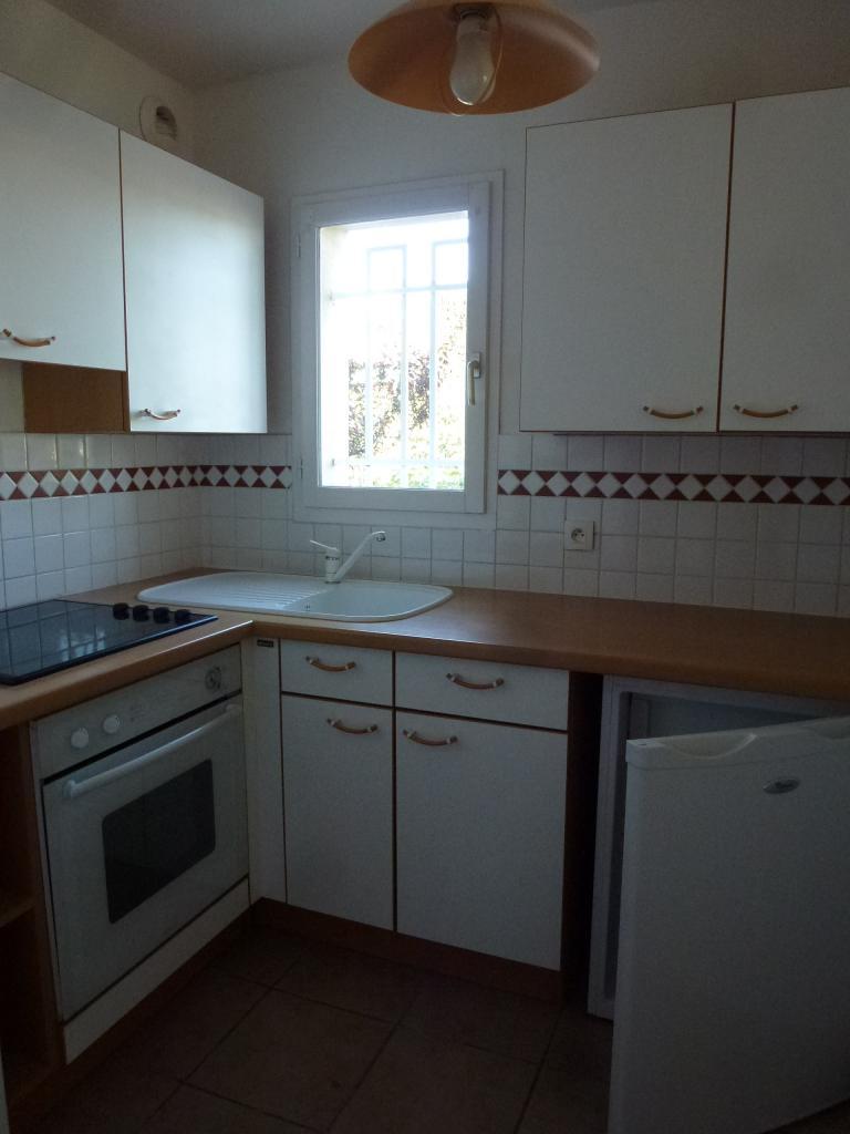 Location d 39 appartement t2 entre particuliers st cyr sur - Combien coute une cuisine equipee ...