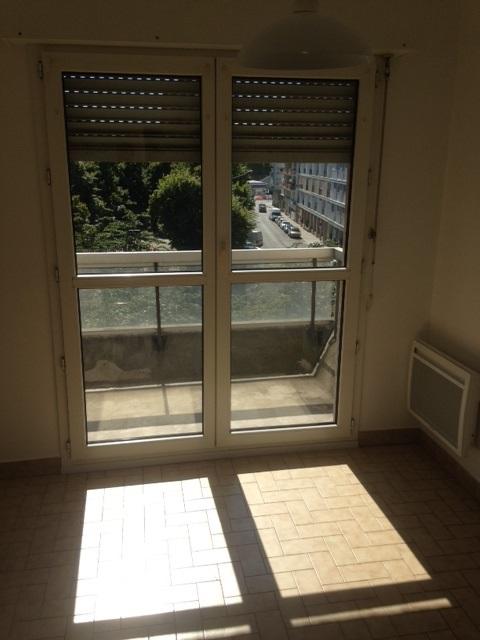 location d 39 appartement t2 entre particuliers st etienne 460 48 m. Black Bedroom Furniture Sets. Home Design Ideas