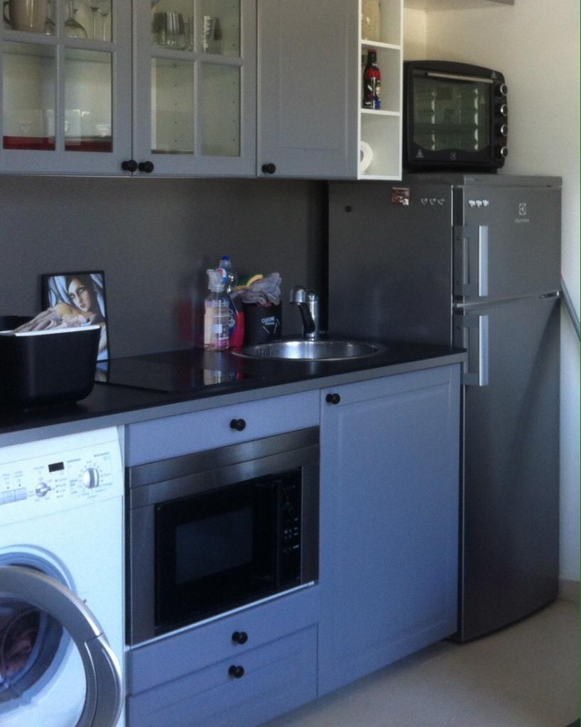 location de studio meubl entre particuliers aix en provence 670 28 m. Black Bedroom Furniture Sets. Home Design Ideas