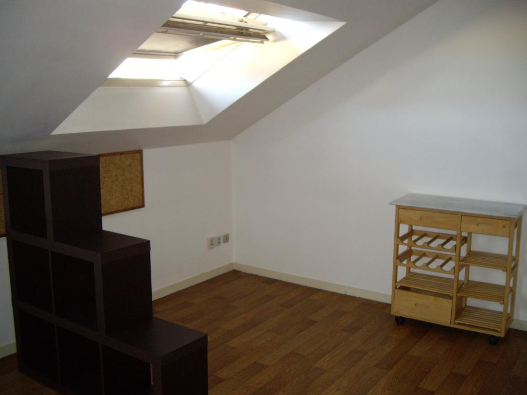 location de studio entre particuliers angers 300 23 m. Black Bedroom Furniture Sets. Home Design Ideas